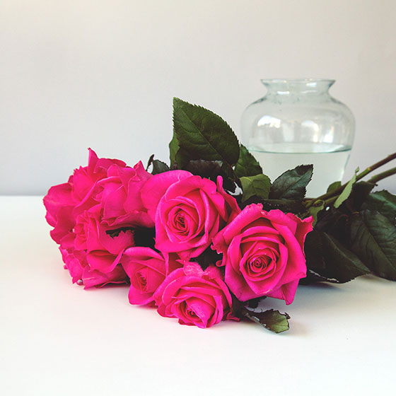 Valentine's Day Ideas - Pink roses in a vase